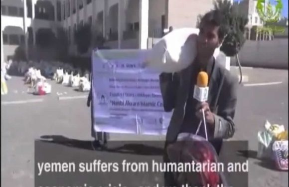Distribution of 400 baskets of aid to war displaced families in Yemen.